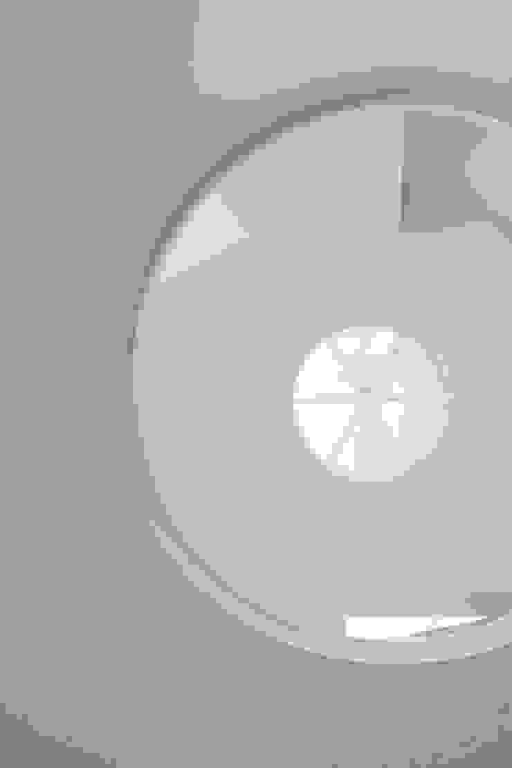 Rundfenster brandt+simon architekten Moderne Fenster & Türen
