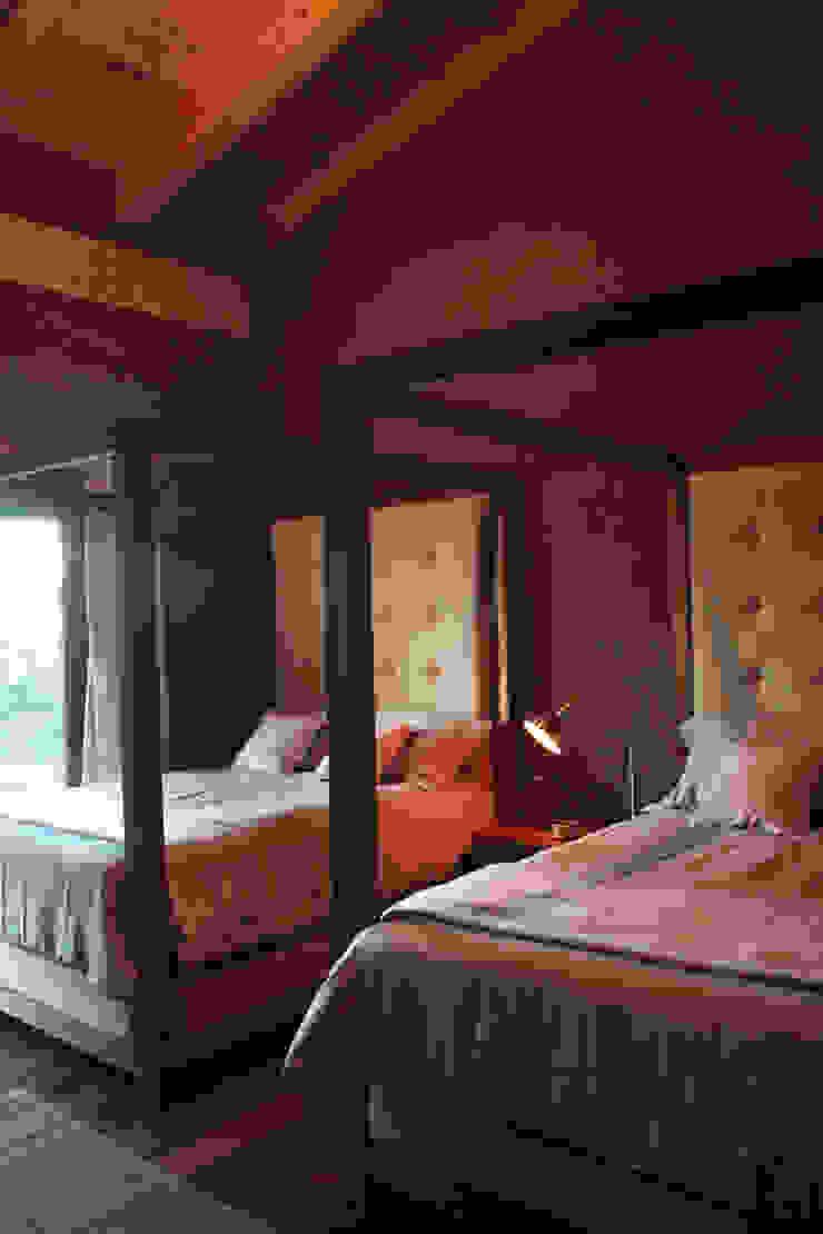 CABAÑA EN TAPALPA Dormitorios rústicos de MORADA CUATRO Rústico