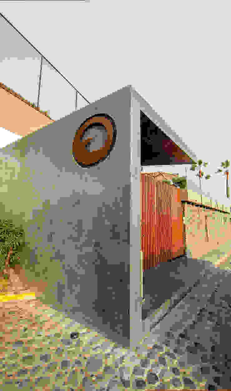 Remodelación Ingreso Principal al Club NIKOLAS BRICEÑO arquitecto Bares y Clubs