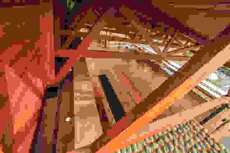 Detalle Techo con Cerchas de Madera NIKOLAS BRICEÑO arquitecto Bares y Clubs