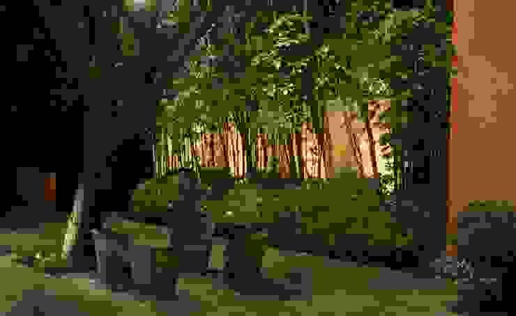 Iluminación en jardín. Jardines modernos de Fiat Lux Moderno