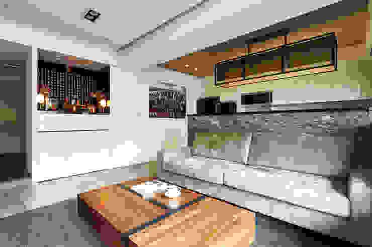 黑白佛龕以優雅之姿融入整體風格 现代客厅設計點子、靈感 & 圖片 根據 青瓷設計工程有限公司 現代風