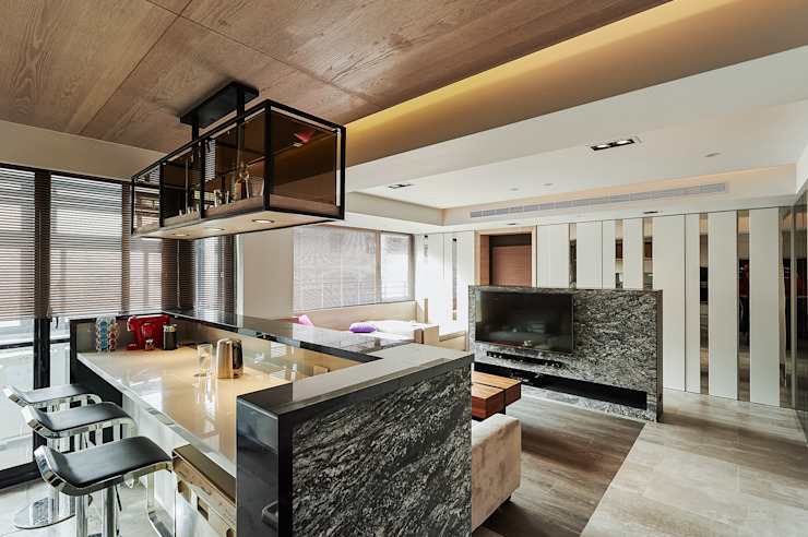 士林-士東路 簡約休閒風,讓40幾年老公寓清爽回春! 现代客厅設計點子、靈感 & 圖片 根據 青瓷設計工程有限公司 現代風