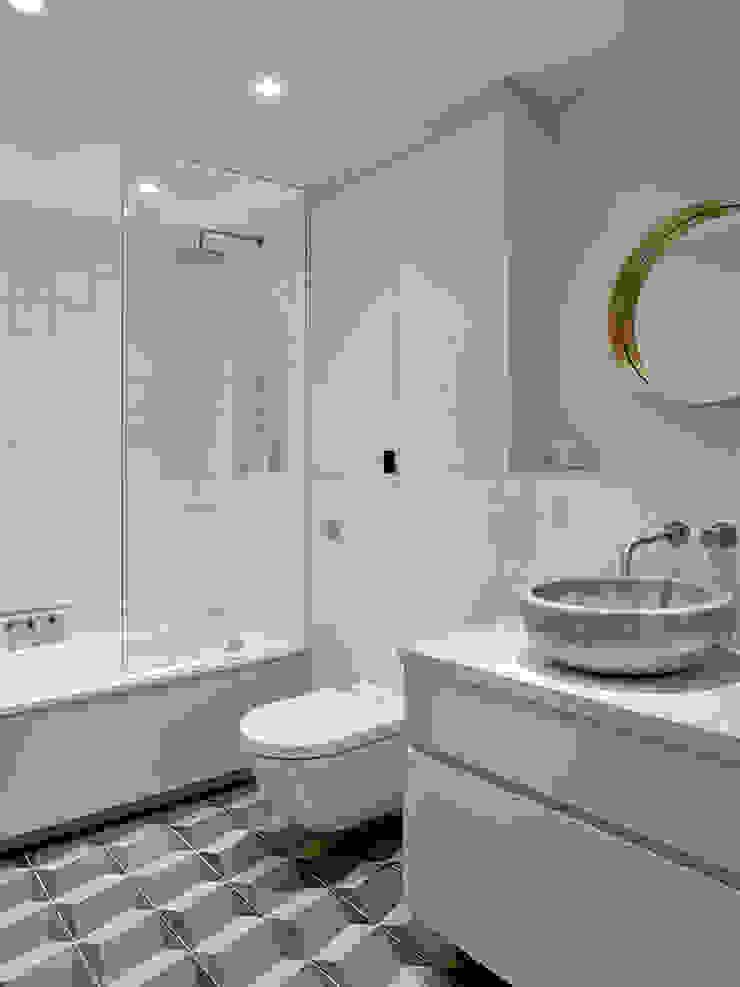 Main/Shared Bathroom Modern bathroom by Studio HE (S /HE) Modern
