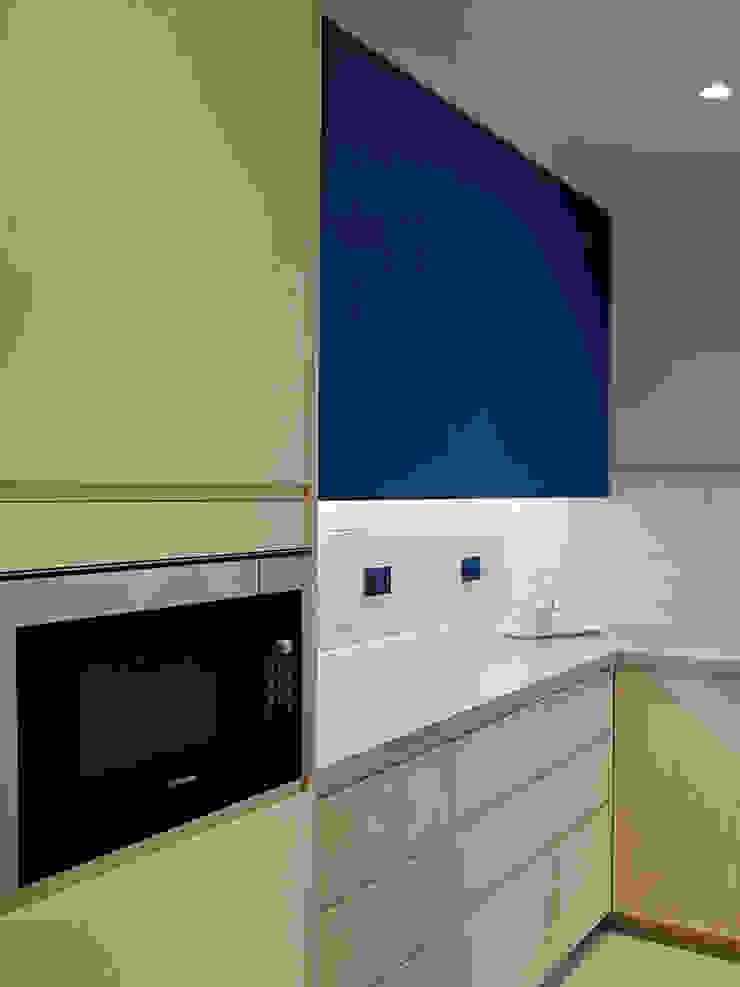Kitchen Modern kitchen by Studio HE (S /HE) Modern