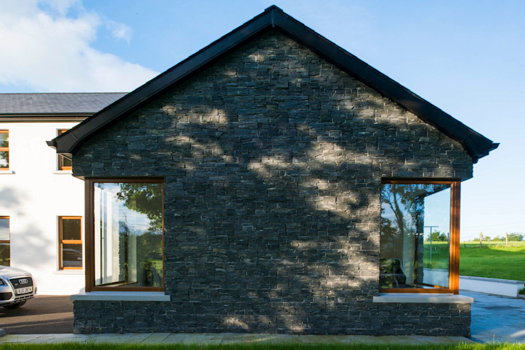 Castledawson traditional farm house: country  by slemish design studio architects, Country