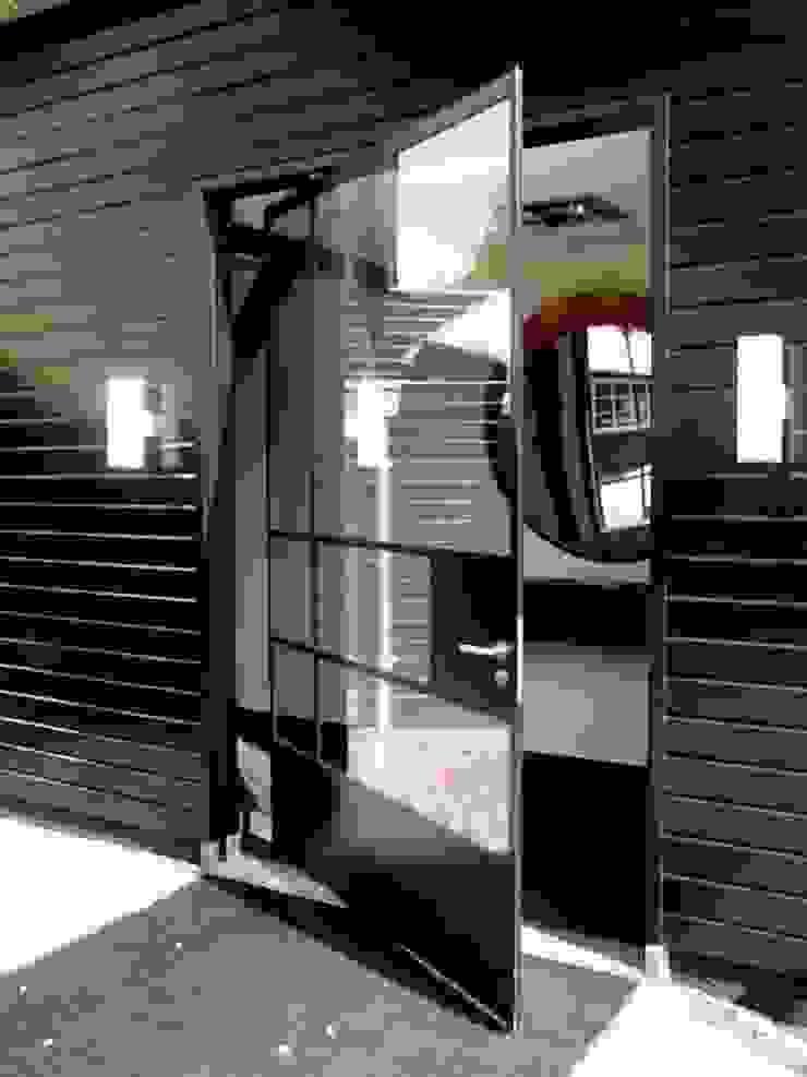 stalen taatsdeur Industriële ramen & deuren van Studio Kuin BNI Industrieel Metaal