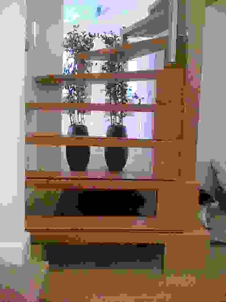 trap Moderne gangen, hallen & trappenhuizen van Studio Kuin BNI Modern Hout Hout