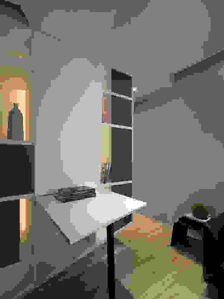 方寸之間 現代風玄關、走廊與階梯 根據 樸暘室內裝修有限公司 現代風
