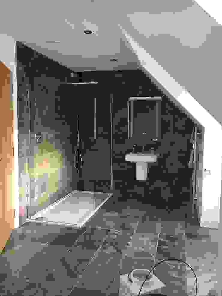 Plot 2 Durward Gardens, Kincardine O'neil, Aberdeenshire Kamar Mandi Modern Oleh Roundhouse Architecture Ltd Modern