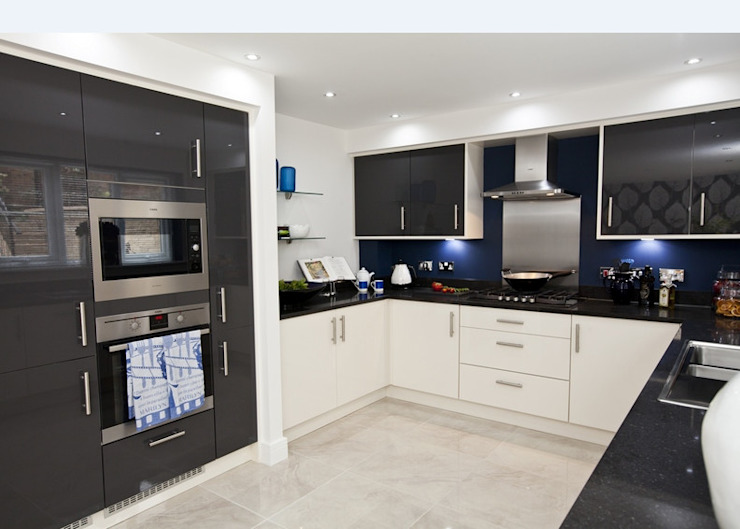 Make every room a new adventure… .. Cocinas modernas: Ideas, imágenes y decoración de Graeme Fuller Design Ltd Moderno