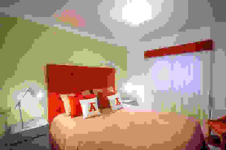 A Cama e a Janela Teresa Vazquez - Design de Interiores e Decoração, Lda Quartos modernos Vermelho