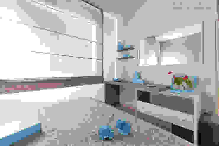 Stanza da letto arredata su misura con mobili e cassettiera realizzati dalla falegnameria Semprelegno Semprelegno Camera da letto moderna