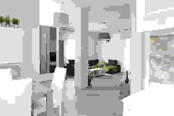 Mobili fatti su misura per soggiorno moderno con zona pranzo integrata Semprelegno Sala da pranzo moderna