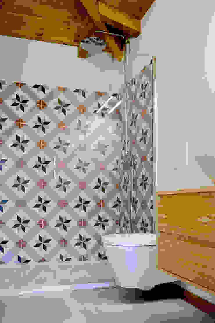 Turismo Rural | Casa Espigueiro Casas de banho modernas por Tó Liss Moderno Cerâmica