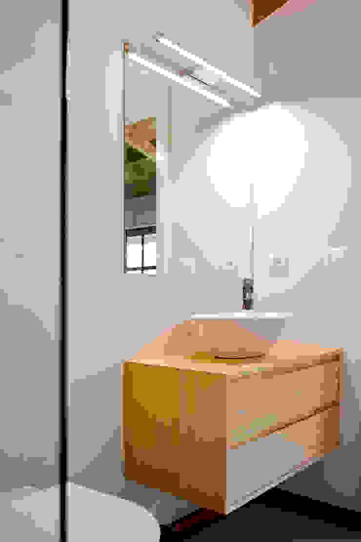 Turismo Rural | Casa Espigueiro Casas de banho modernas por Tó Liss Moderno Madeira Acabamento em madeira