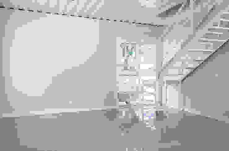 GhiorziTavares Arquitetura Salas de estilo minimalista Hierro/Acero