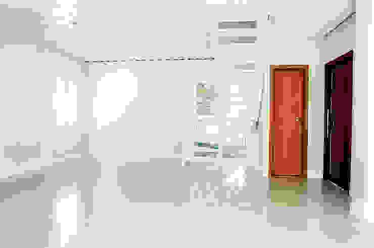 Столовая комната в стиле минимализм от GhiorziTavares Arquitetura Минимализм Железо / Сталь