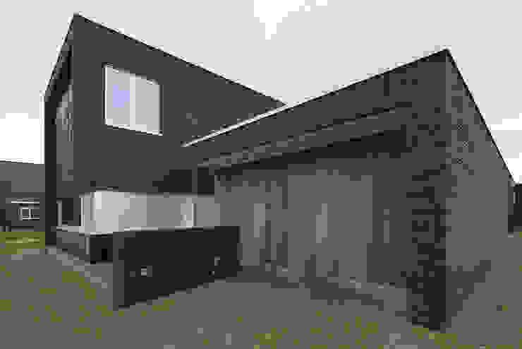 Voorgevel Moderne huizen van Lab32 architecten Modern Steen