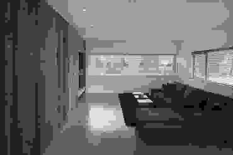 Woonkamer Moderne woonkamers van Lab32 architecten Modern Beton