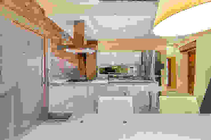 Casa <q>Ale</q> tra luce e granito Sala da pranzo eclettica di MAMESTUDIO Eclettico