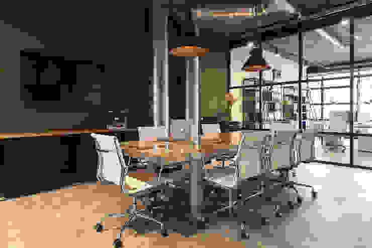 Vergaderruimte van Bob Romijnders Architectuur + Interieur Industrieel