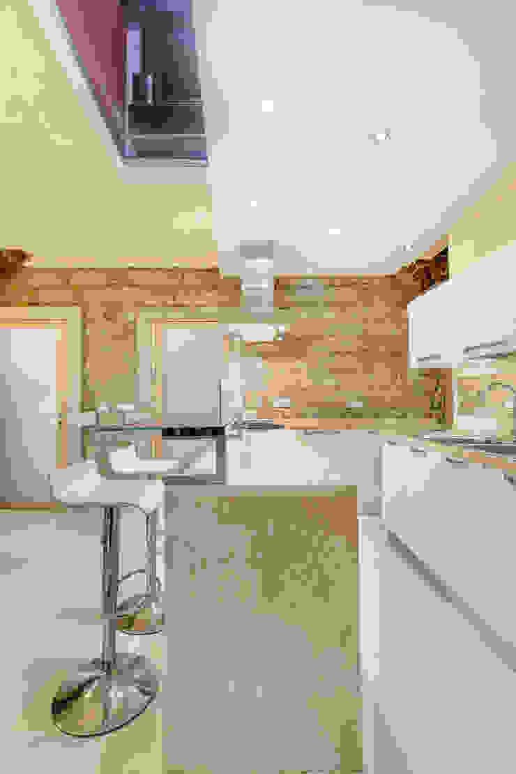 Casa <q>Ale</q> tra luce e granito Cucina eclettica di MAMESTUDIO Eclettico