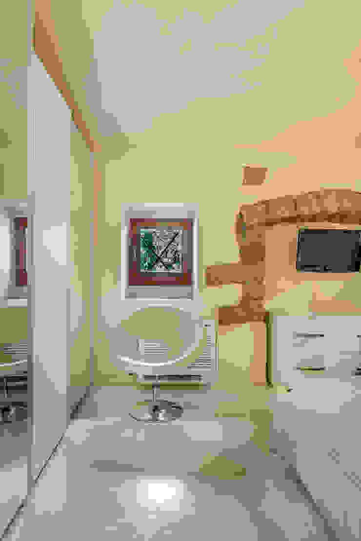 Casa <q>Ale</q> tra luce e granito Camera da letto eclettica di MAMESTUDIO Eclettico