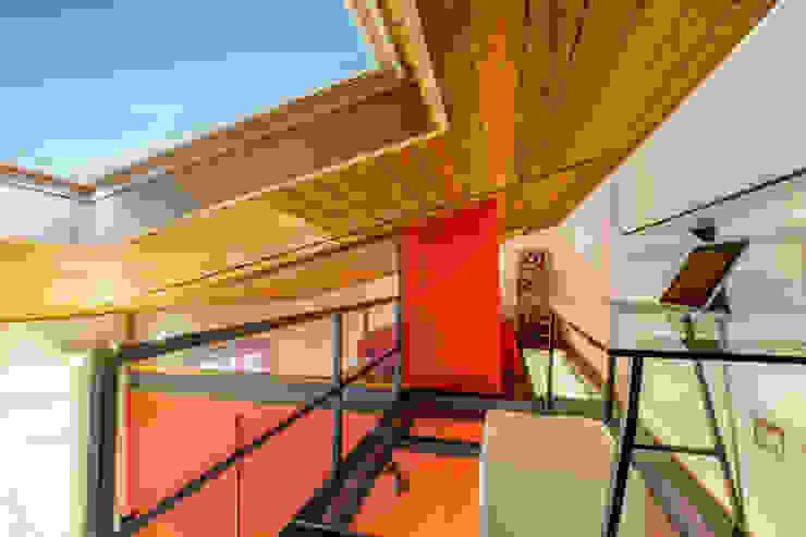 Casa <q>Ale</q> tra luce e granito Studio eclettico di MAMESTUDIO Eclettico