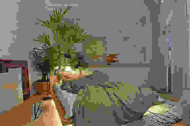 Вид на кровать. Вечернее освещение. Анна Морозова Спальня в тропическом стиле