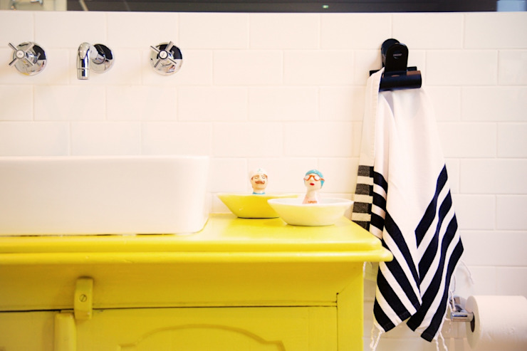 Scandi + Modern Mix: House Lester Eclectic style bathroom by homify Eclectic