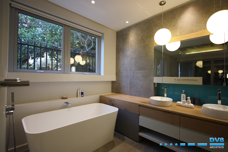 Plettenberg Bay - Beach House:  Bathroom by DV8 Architects,