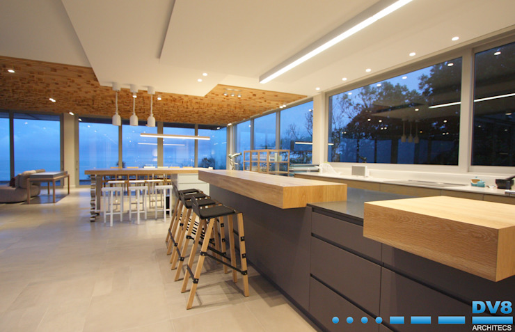 Plettenberg Bay—Beach House Modern kitchen by DV8 Architects Modern