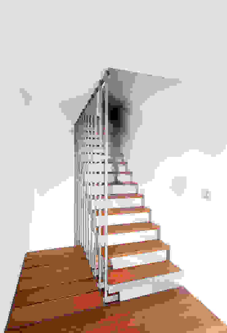 G31 Moderne gangen, hallen & trappenhuizen van das - design en architectuur studio bvba Modern