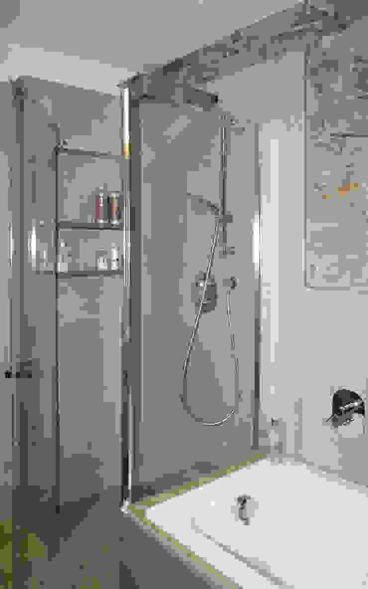 Modern Bathroom by GRITTI ROLLO | Stefano Gritti e Sofia Rollo Modern