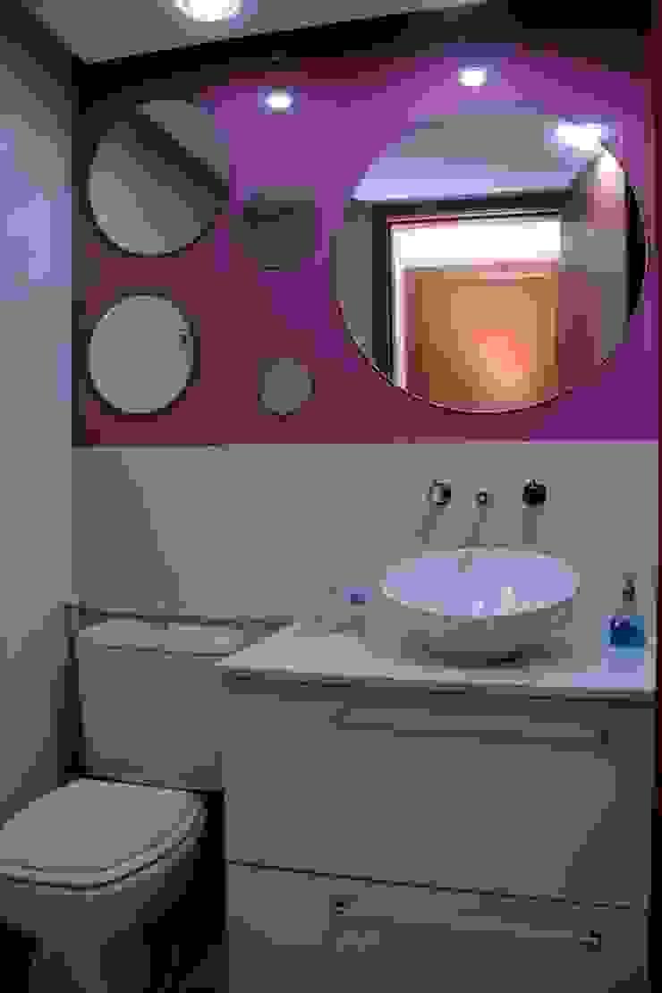 Alguns trabalhos Banheiros modernos por Marka Design Moderno