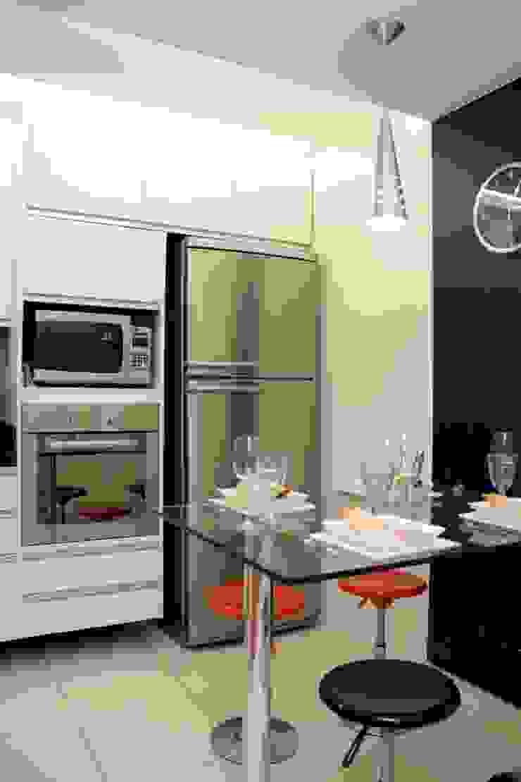 Alguns trabalhos Cozinhas modernas por Marka Design Moderno