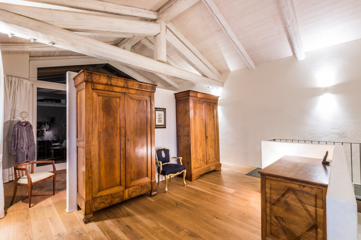 Colonial style dressing rooms by UAU un'architettura unica Colonial
