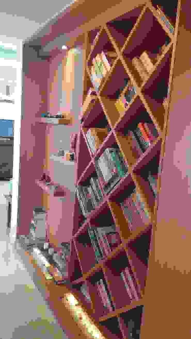 Bookshelf Minimalist corridor, hallway & stairs by Nandita Manwani Minimalist