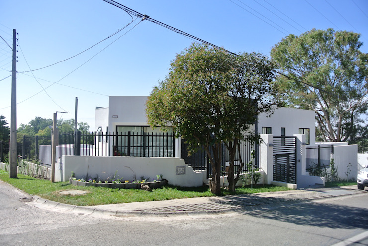 Casa Lomas AtelierStudio Casas de estilo minimalista