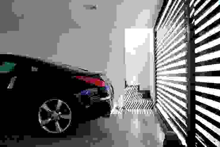 Casa Lomas Paredes y pisos de estilo minimalista de AtelierStudio Minimalista