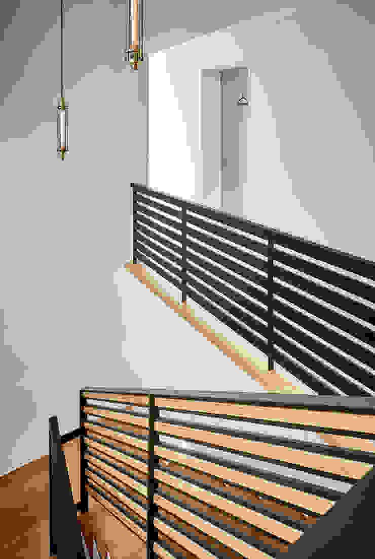 파주헤이리 Y HOUSE 모던스타일 복도, 현관 & 계단 by 디자인사무실 모던