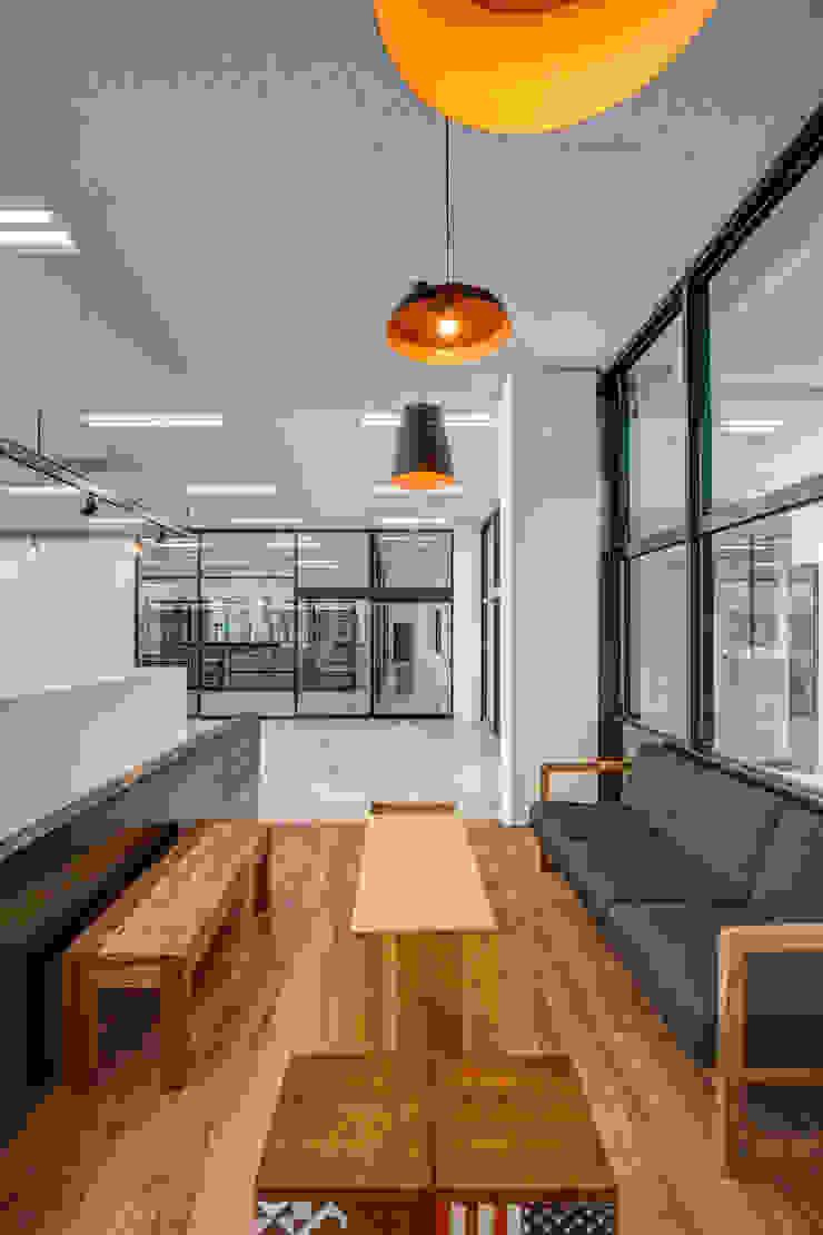 사무실 설계 및 인테리어 by 디자인사무실 모던