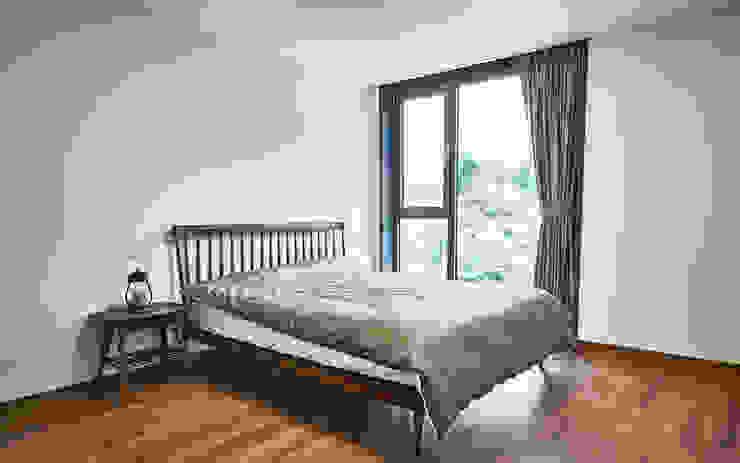 LEE 협소(소형)주택 모던스타일 침실 by 디자인사무실 모던