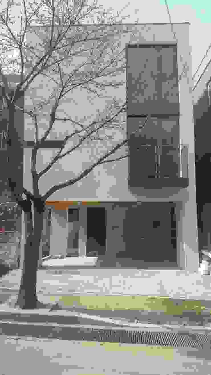 LEE 협소(소형)주택 모던스타일 주택 by 디자인사무실 모던