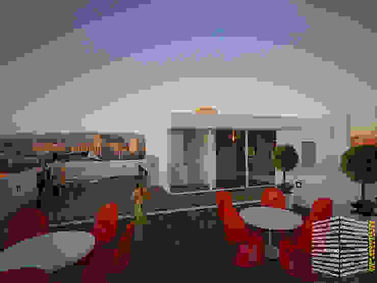Minimalist balcony, veranda & terrace by HHRG ARQUITECTOS Minimalist