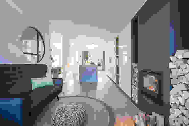 Masters of Interior Design Ruang Keluarga Modern Kayu Grey