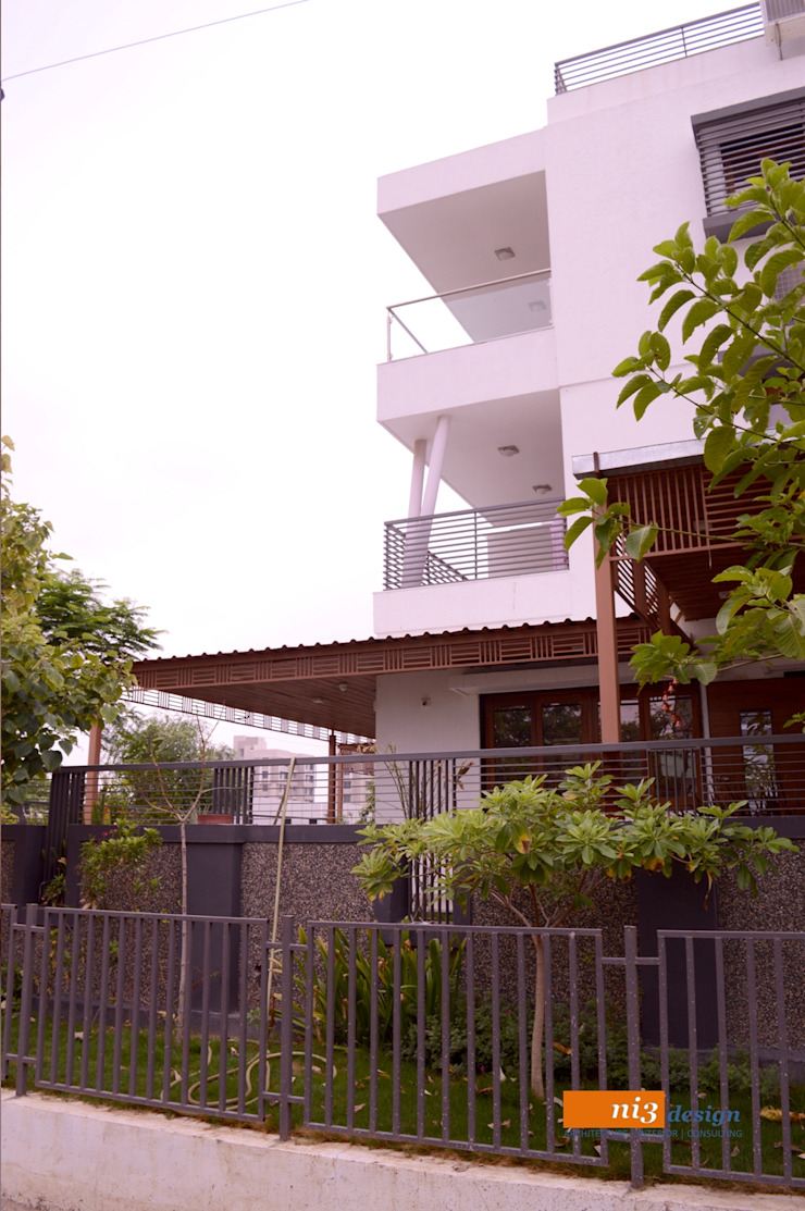 SIDE ELEVATION Modern Houses by ni3design Modern