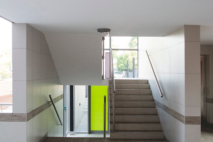 Mackenzie Gate Modern Corridor, Hallway and Staircase by Swart & Associates Architects Modern