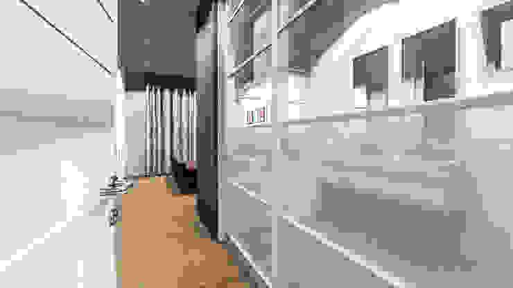 Modern bathroom by Swart & Associates Architects Modern